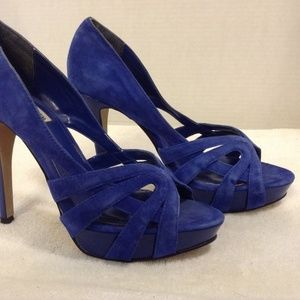 STEVE MADDEN BLUE SUEDE PEEP TOE WITH CUTOUTS